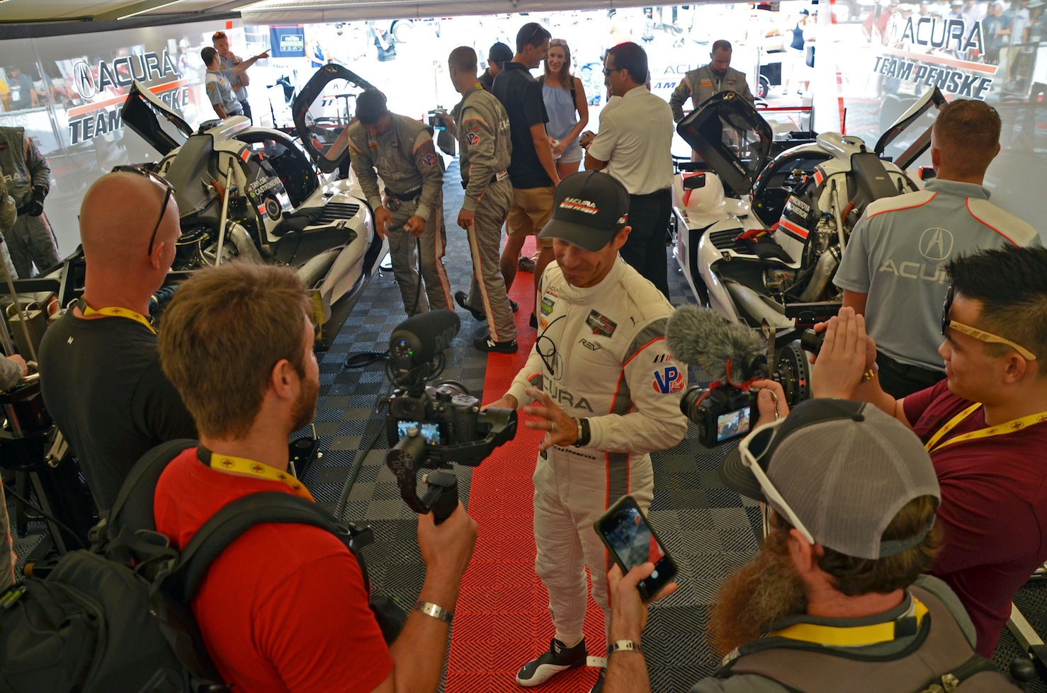 helio-castroneves-vip-experience-sport-dimensions